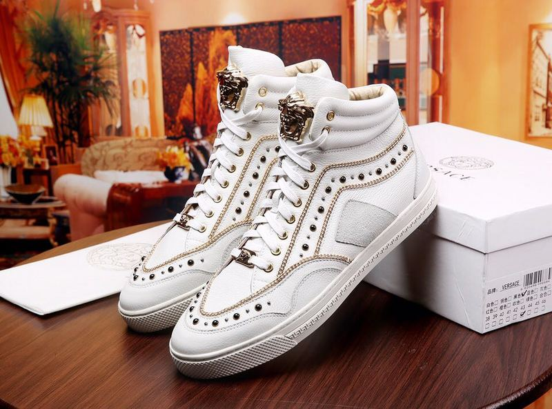 versace chaussures decontractees mocassin rivets cuir vache,VERSACE  chaussures homme femme,Versace Baskets City Luxe vedette PARIS style  www.sac-lvmarque. ... 6c30a592051